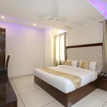 Oyo 9420 Hotel Silver Palm in Dera Bassi