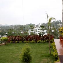 Oyo 975 Hotel Abu Grand in Delmara