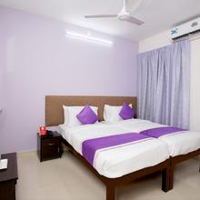 Oyo 9797 Hotel Vbee Plaza in Perumkulam