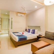 OYO 984 Hotel Gn International in Akbarnagar
