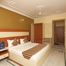 OYO 9948 Hotel Apple Pie in Noida