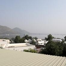 OYO Home 10206 Modern Stay in Udaipur