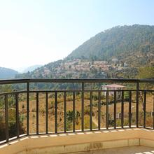 OYO Home 11726 Cozy Valley View 2bhk in Nainital