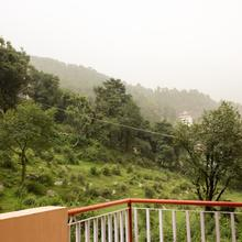 OYO Home 15473 Cozy Studio Hill View Mcload Ganj in Dharamshala
