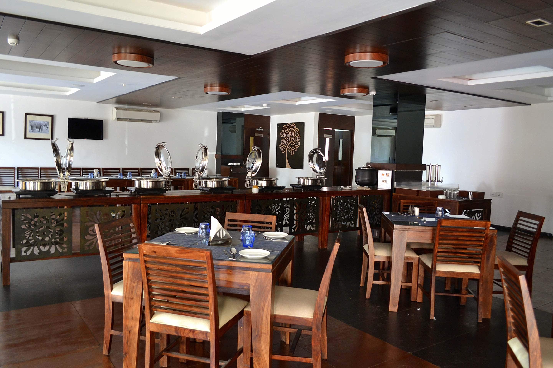 OYO 1479 Genex Hotel in Jhagadia