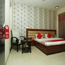 Oyo Premium South City 1 in Dera Mandi