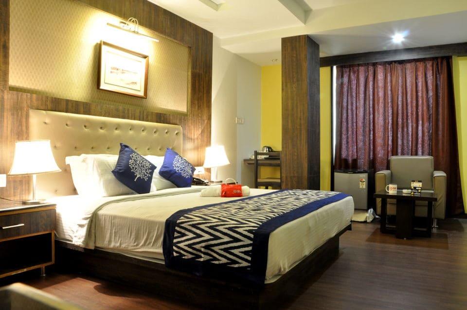 OYO 863 Hotel Myriad in Chinhat