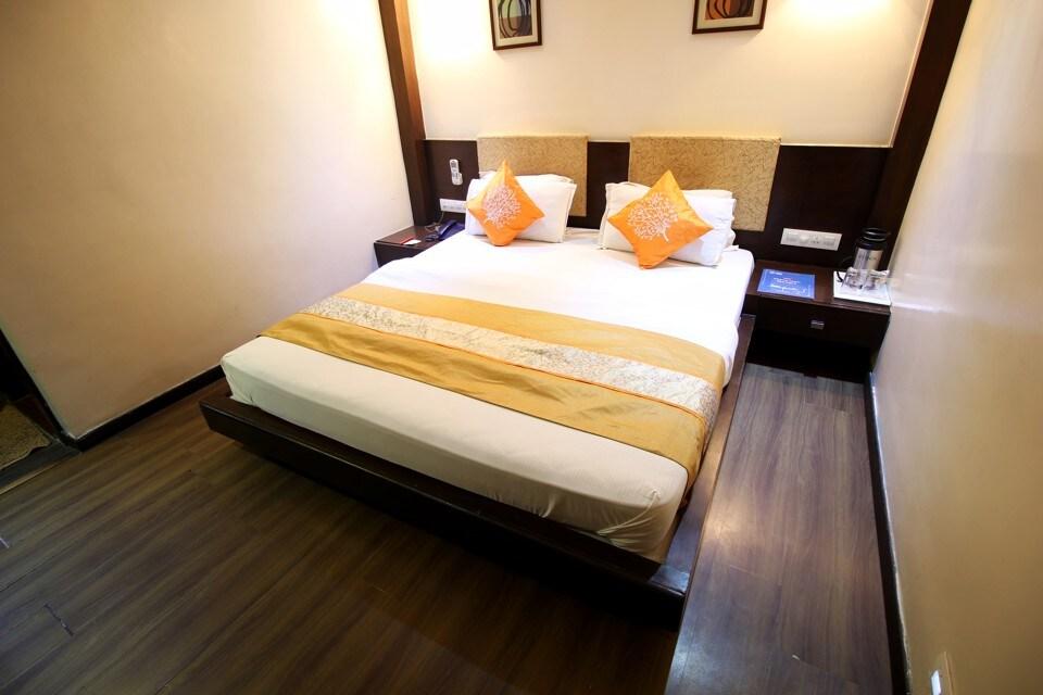 OYO 1024 Hotel Royal Landmark in Ahmedabad