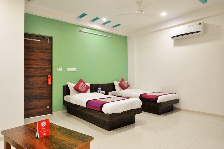 OYO 3955 Hotel Nayan Palace in Kadi