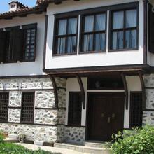 Pachilov House in Nedelino