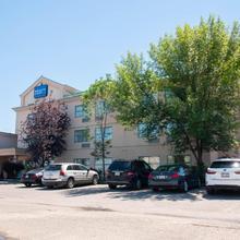 Pacific Inn & Suites Kamloops in Kamloops