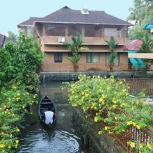 Palette Resort - Grand Ayur Island Deluxe in Alappuzha