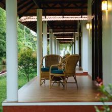 Palmgrove Lake Resort in Punnappira