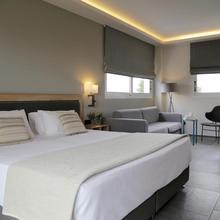 Palmyra Beach Hotel in Athens
