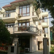 Pamposh Guest House, Gurgaon in Dhauj