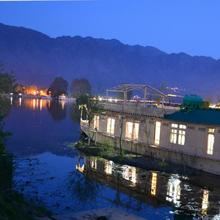 Peacock Houseboats in Srinagar
