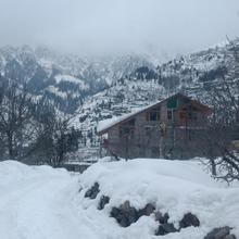 Peak And Snow Cottage in Manali
