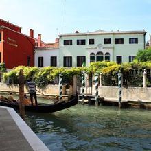 Pensione Accademia - Villa Maravege in Venice