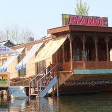 Piano Houseboat in Malarpura