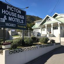 Picton House B&b And Motel in Picton