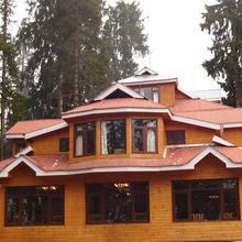 Pine View Resort - Gulmarg in Kunzer