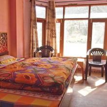 Pines And Peaks Hotel in Narkanda