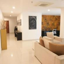 Platinum One - Private Apartment At #1 Bagatalle Road, Unit 7e, Colombo 3 in Colombo