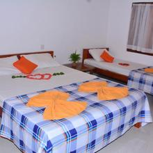 Pleasant Park Holiday Inn in Trincomalee
