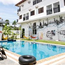 Pool Party Hostel in Siemreab