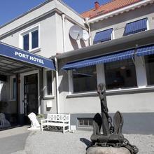 Port Hotel in Sandback