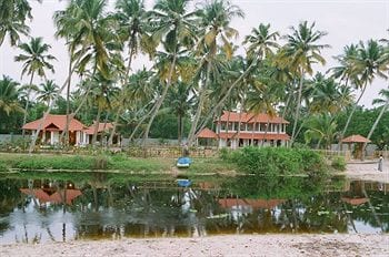 Pozhiyoram Beach Resort in Alappuzha