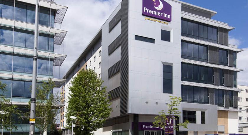 Premier Inn London Ealing in London