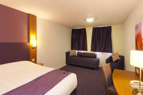 Premier Inn Nottingham Castle Marina in Lowdham