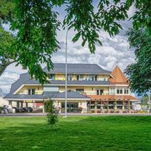 Prestige Beach House; Bw Premier Collection in Kelowna