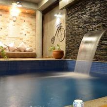 Pura Vida - Boutique Pool Homestay in Devanhalli
