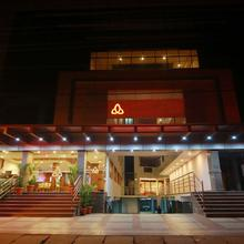 OYO 3963 Hotel Rainbow Suites in Dharmadam