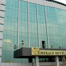Hotel Emerald in Rampur