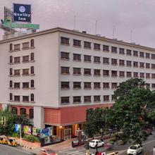 Quality Hotel D V Manor in Mustabada