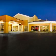 Quality Inn & Suites Southport in Indianapolis