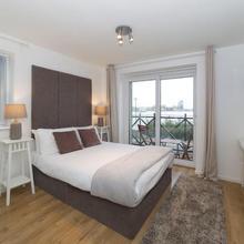 Quiet Riverside Apartment in London