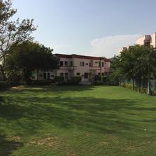 R C Palace Hotel in Bhiwadi