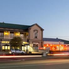 Racecourse Hotel And Motor Lodge in Christchurch