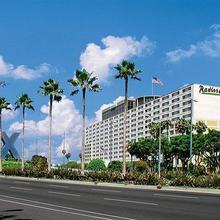 Radisson Los Angeles Airport Hotel in Los Angeles