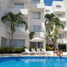 Ramada By Wyndham Cancun City in Isla Mujeres