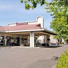 Ramada Inn & Suites Portland Airport in Portland