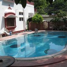 Rang Niwas Palace in Debari