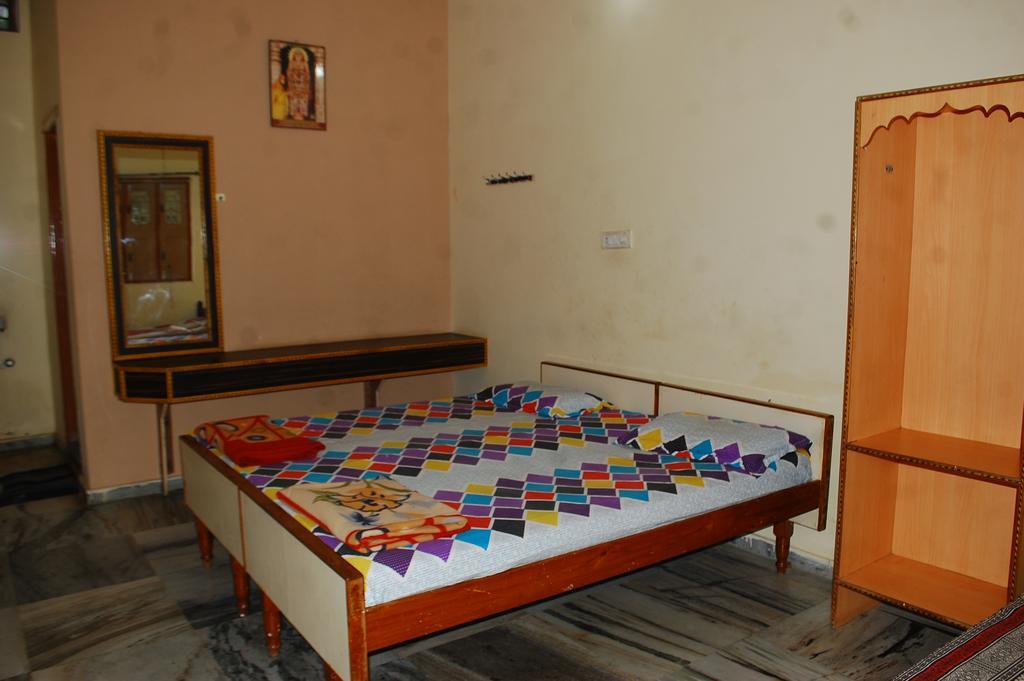 Rathnagarbha Residency in Mantralayam