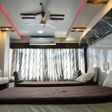 Raviteja Hotel in Ravindrakhani