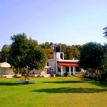 Vista Rooms at Parikarma Marg in Lawa Sardargarh