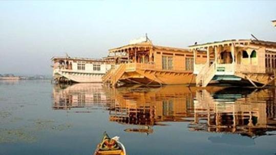 Real Paradise Houseboats in Srinagar